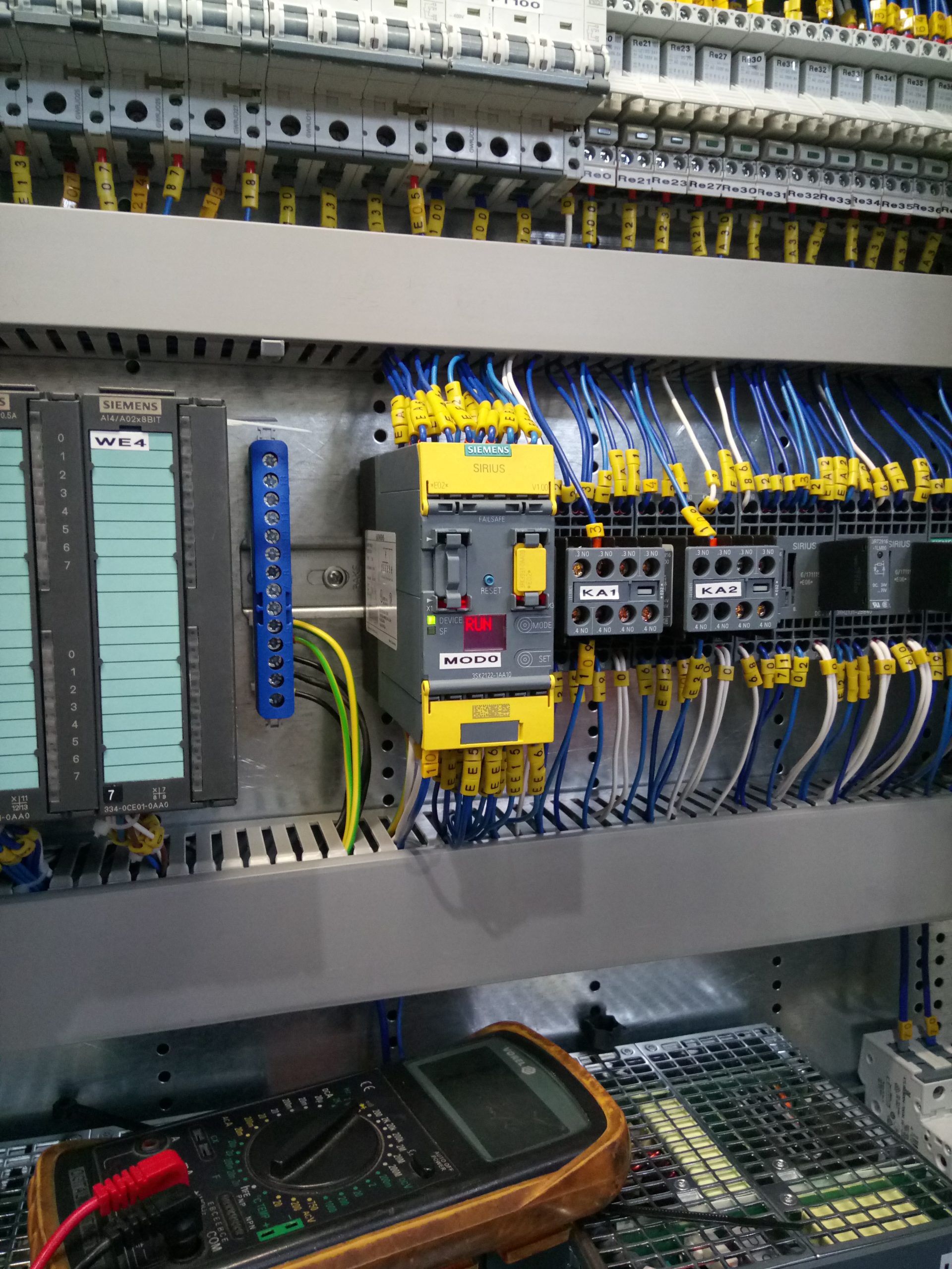 """<span  class=""""uc_style_uc_tiles_grid_image_elementor_uc_items_attribute_title"""" style=""""color:#ffffff;"""">Inside of electric cabinet</span>"""