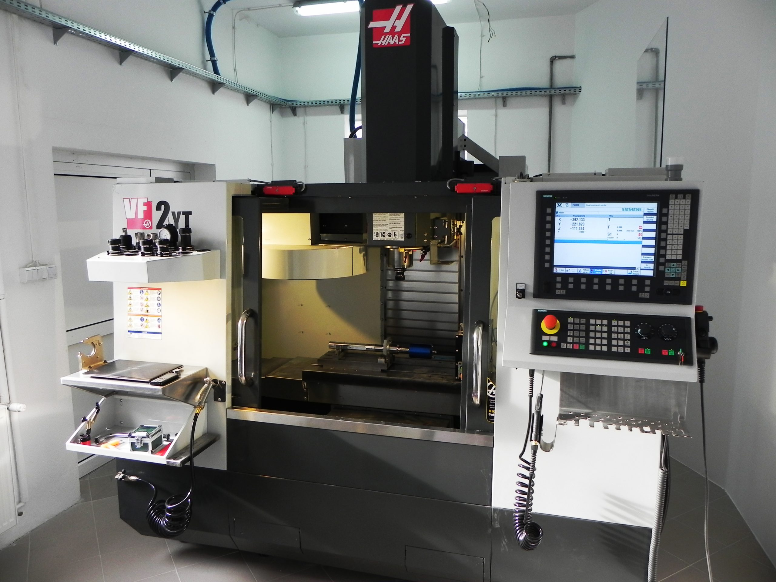 """<span  class=""""uc_style_uc_tiles_grid_image_elementor_uc_items_attribute_title"""" style=""""color:#ffffff;"""">HAAS VF2 - Retrofitting based on control system SINUMERIK 840 D sl. </span>"""
